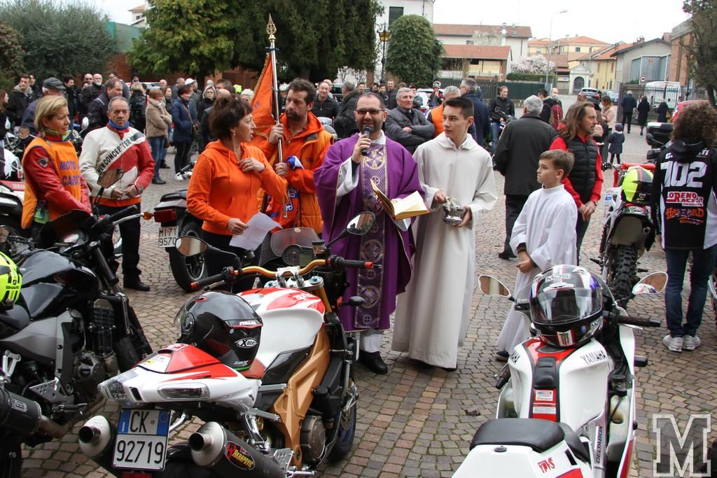 1_Benedizione delle Moto ed Esibizione Moped col Cairatese.